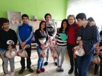 BOROVAN - children with presents + Albi