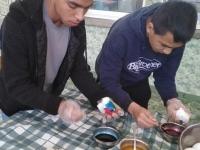 Vratsa AZ 2 boys colouring eggs