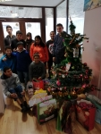 pROMOTIEAround the Christmas tree 1