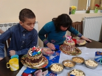 2 kids+goodies