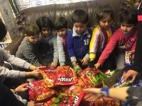 Photo - Roman children +food