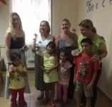 Roman Ladies+ children, flowers and presents