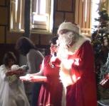 Д.Коледа раздава подаръци