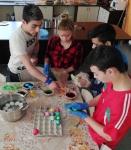 Vratsa - prehodno - kids coloring eggs 1