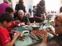 Kids+babas colour eggs5